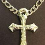 groot kruis in goud